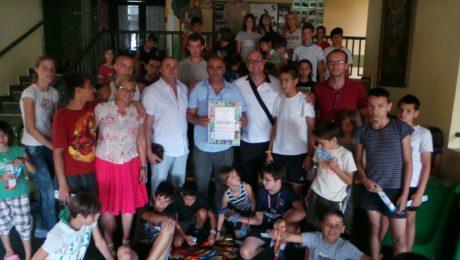 Dr. Sieper besucht Kinder in Sarajevo.