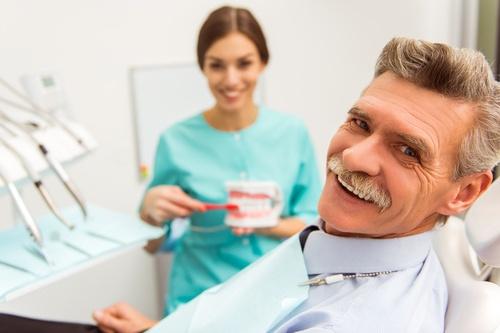 Implantate von ALL DENTE für lebenslange feste Zähne.
